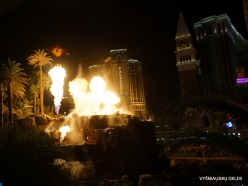 Las Vegasas. Mirage Volcano Show (8)